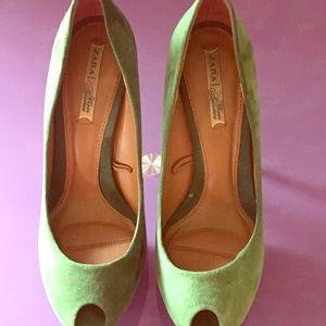 Gorgeous ZARA Green heels 💚💚